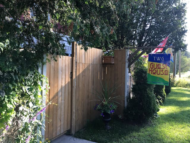Secure privacy fence