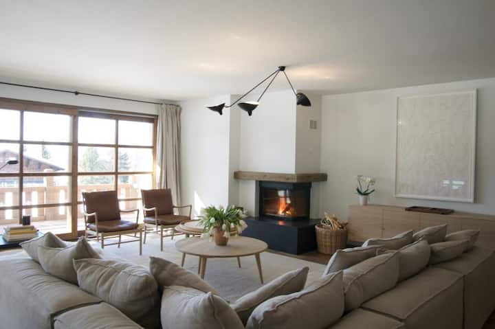 New Elegant Apartment walking distance to Ski Lifts
