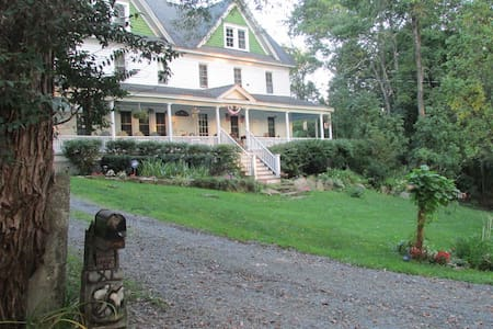 Bethel Pastures Farm Bed & Breakfast - Jeffersonville