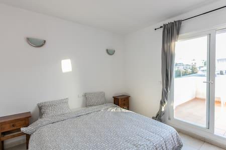 amazing double room+private balcony - Sant Josep de sa Talaia - Bed & Breakfast