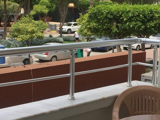 No1 denize 200m Mahmutlar merkezinde apart otel