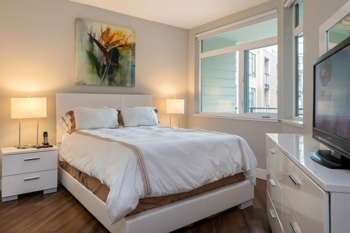 Comfortable Bedroom Area with Queen Size bed & TV