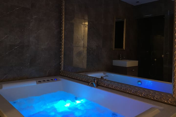 Central Business Apartment Luxury with Jacuzzi 15