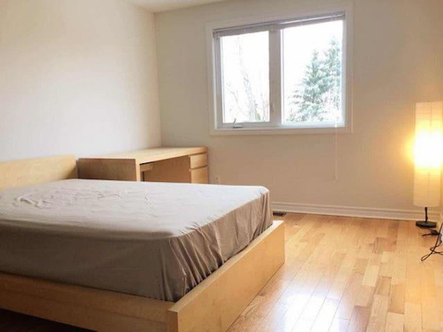 Clean & Cozy Private Bedroom (Long-term rental)