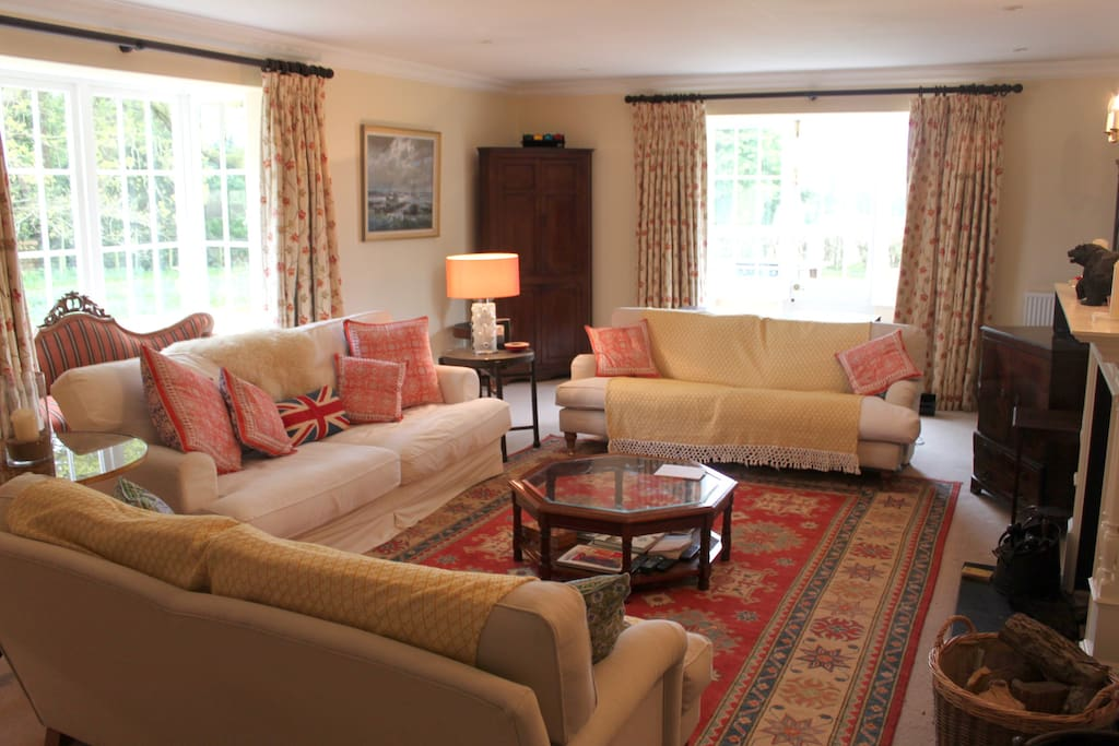 Cosy living room, great for reading, games or watching telly in front of the fire.