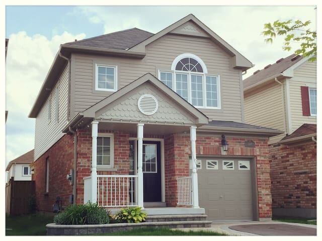 Tastefully Decorated 3BR Home in North Oshawa