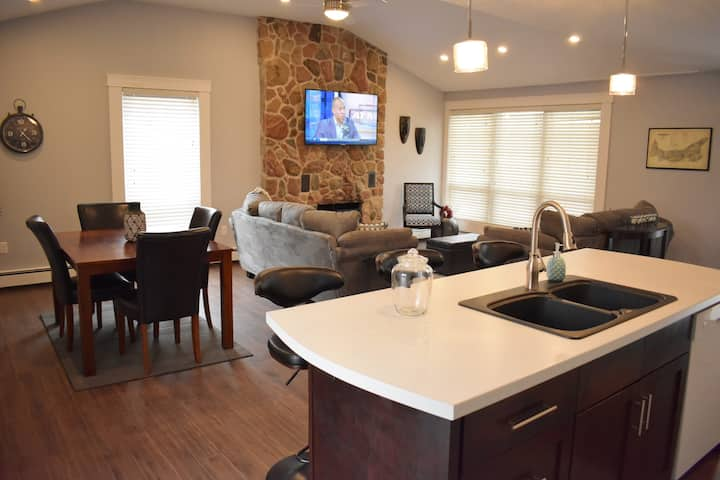 Newly Renovated Home.. Minutes to Downtown