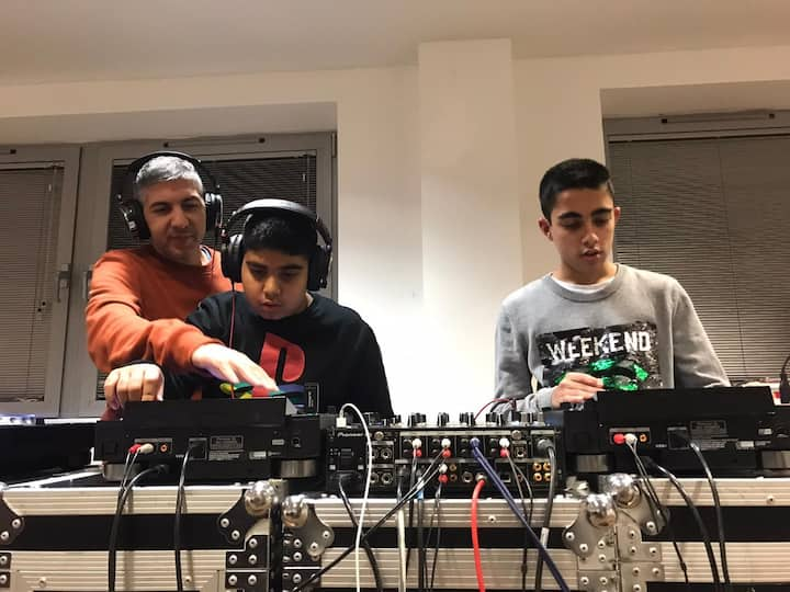 Dad and Sons enjoying Djing