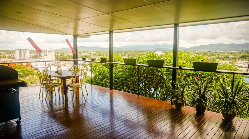 Sleek designer tropical home & spectacular views - เวสต์เอนด์ - บ้าน