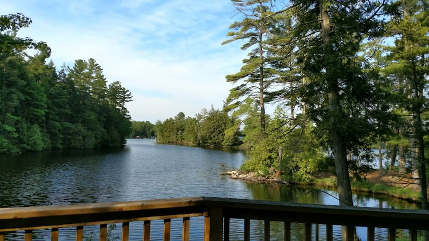 Island Cottage on Beautiful Stony Lake