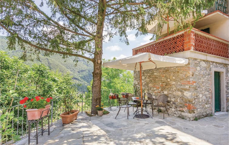 Holiday apartment with 2 bedrooms on 70m² in Fosdinovo MS