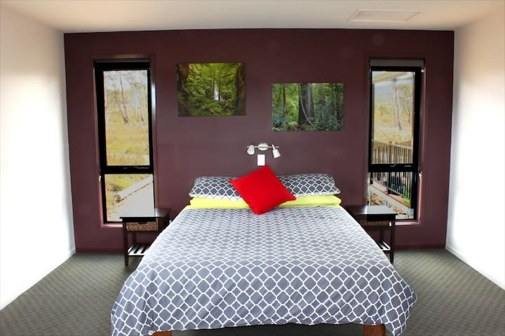 Second bedroom (there are 2 single beds also)
