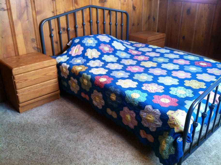 Queen size bed with Memory Foam mattress in the bedroom.