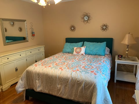 NW Knoxville Room/dog friendly