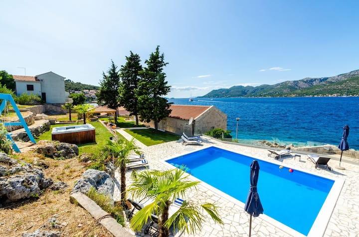 Luxury Beachfront Villa Gabriela with private pool and jacuzzi at the beach on Korcula island - Korcula