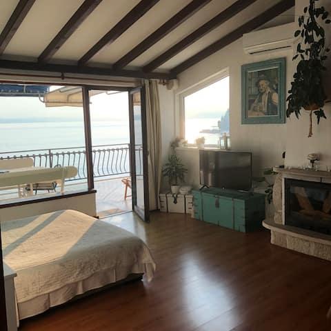 Beachfront penthouse overlooking Caklje marina