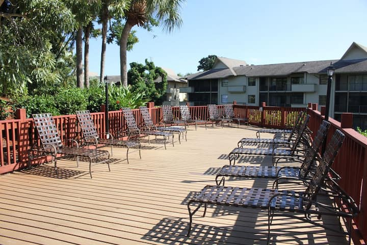 2BR NAPLES FAMILY ESCAPE, POOL, HOT TUB, TENNIS