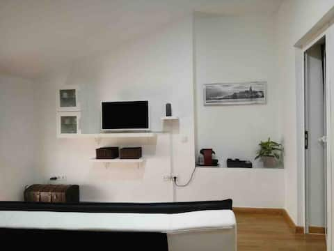 Comfortable and bright apartment home in Valencia