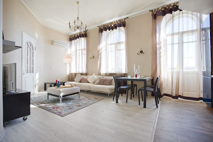 Stylish 1br apartment on Neva River embarkment