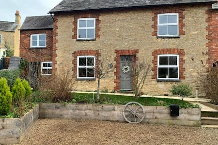 Entire house Contemporary large 4 bed  sleeps 13