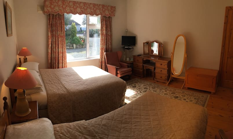 Teach Failte - Home from Home. Bedroom 1