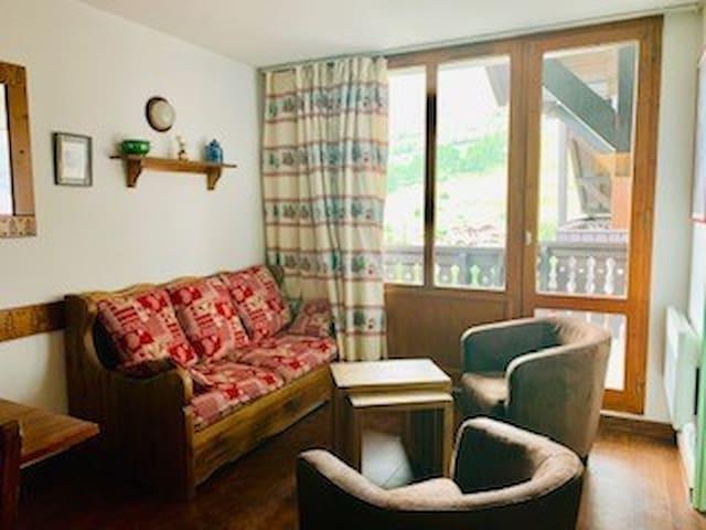 Confortable appartement 3 pièces cabine en duplex pour 6 personnes à Val d'isère aux pieds des pistes et à 500m du centre du village