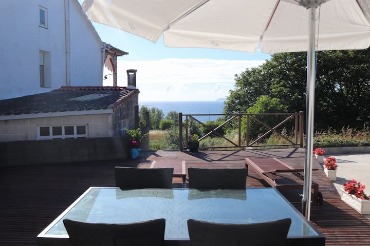 Casa unifamiliar  terraza exterior y vistas al mar