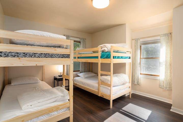 Upper bedroom with 4 twin beds