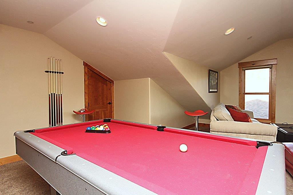 Upper level rec room with pool table