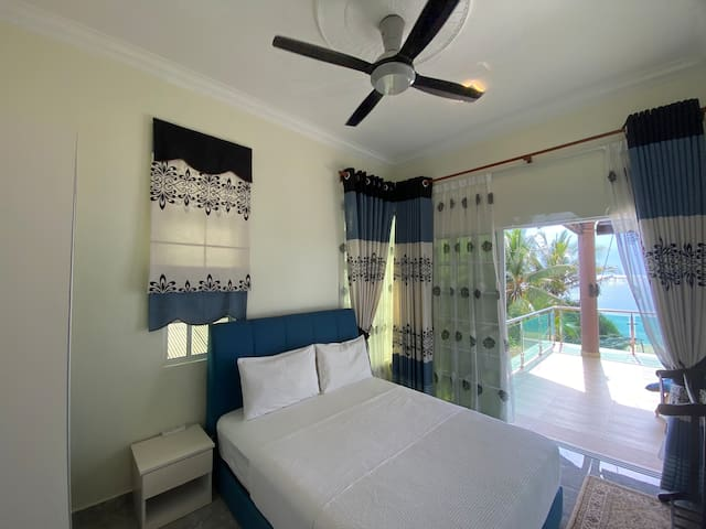 Superior double room with balcony and sea view.