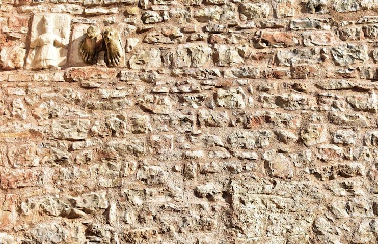 Κρυφά σημεία με ιστορία μέσα στην Ι.Μ. Βουλκάνου /hidden spots with history in the monastery Vulcano