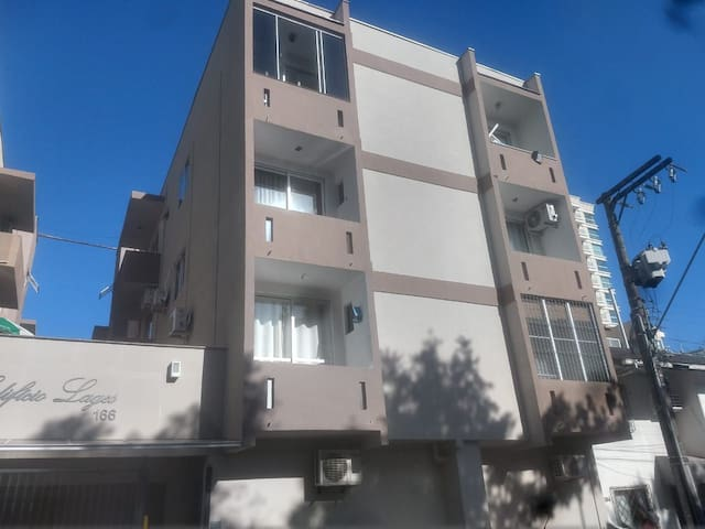 Apartamento para 6 pessoas 500m da praia.