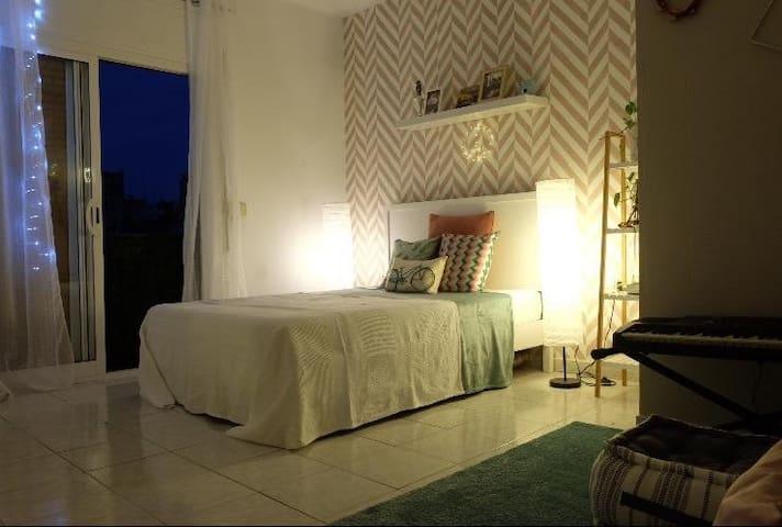 Lindo quarto em ótima localização em Barcelona