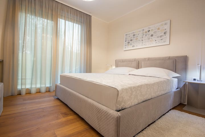 2nd Bedroom - double bed - TV - AC unit