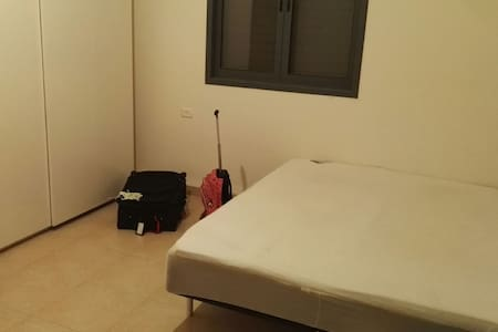 Cozy double bedroom with parking - Kadima Zoran - Casa