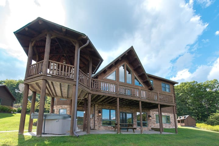 Lake access home with dock slip, hot tub, sauna and many community amenities!