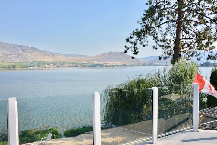 Osoyoos Private Lake Front Home