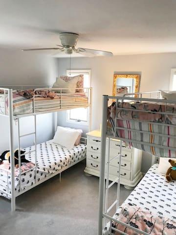 4 single beds configured as bunk beds