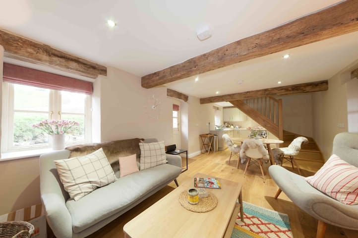 Dibbles Cottage, Renovated Barn - Saint Breock