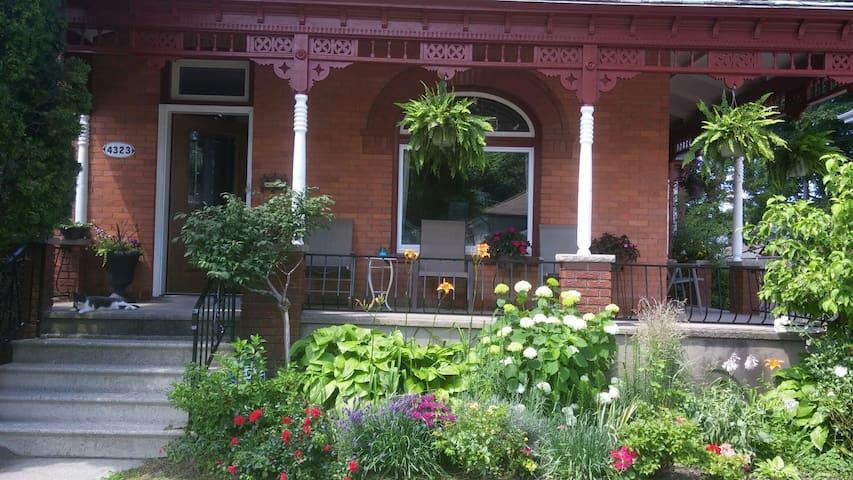 Cosy Victorian Home Near The Falls