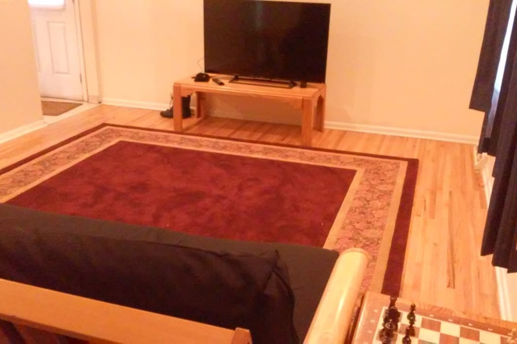 Front room with hd tv and Netflix!
