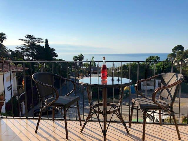 Апартаменты Mar i Murtra с видом на море и ботсад