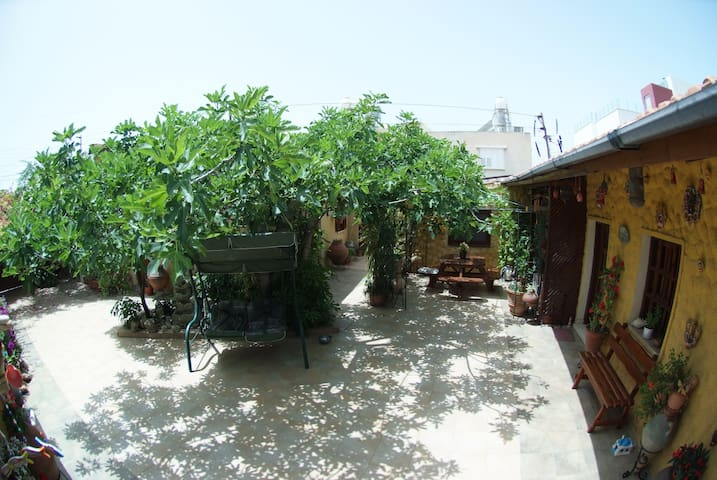 Nirvana Townhouse with inner Courtyard. - Limassol - House