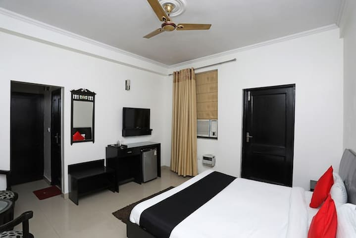 The Huespedes Hotel (atithi devo bhaw)