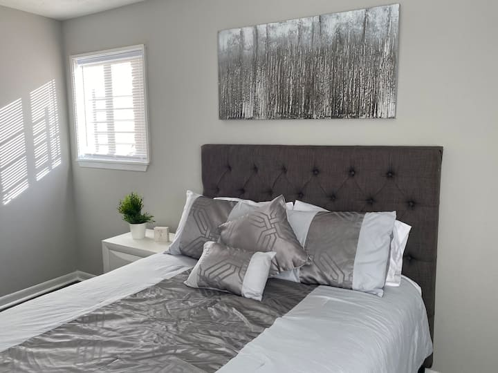 Modern Sleek completely updated mins from airport