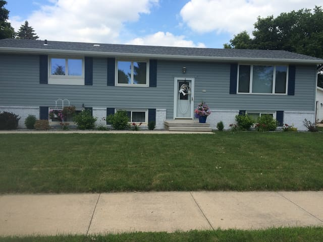 EAA House Rental - Oshkosh - House