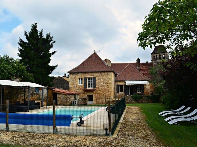 Maison typique du Périgord au coeur d'un village - Prats-du-Périgord - Casa de férias