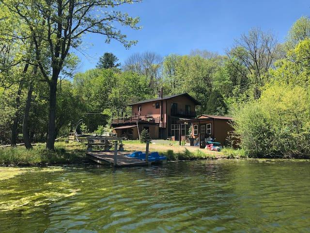 Gorgeous Lakeside Pocono Mountain House
