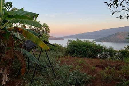 A Countryside Homestay with Panoramic Lakeview