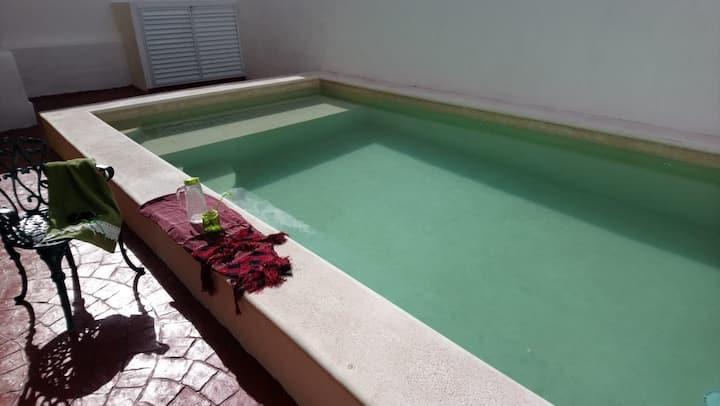 Excelente ubicación con piscina de agua salada.